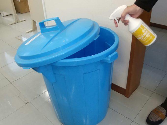 万立 ゴミ箱の消臭 直接スプレー